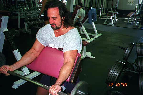 Tom doing preacher bench curl